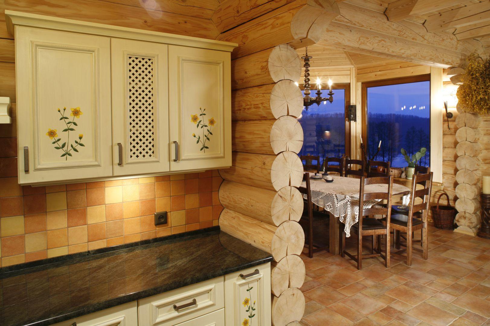 W tym domu z bali kuchnia, Kuchnia w drewnianym domu