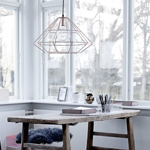 Metalowa lampa Pernille o ażurowej konstrukcji. Fot.Bloomingville.