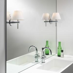 Montowanie oświetlenia bezpośrednio na lustrze pozwala uzyskać ciekawe efekty wizualne.