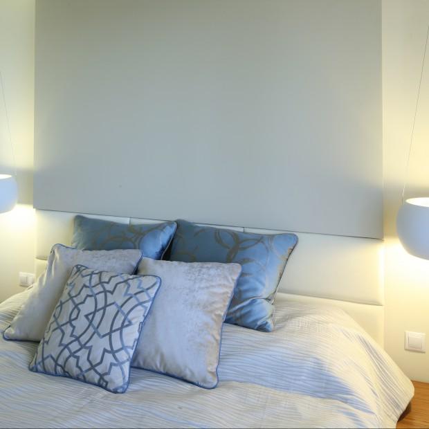 Biała sypialnia: jasne, kobiece wnętrze