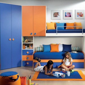 Uniwersalne połączenie niebieskiego z pomarańczem. Fot. Battistella.