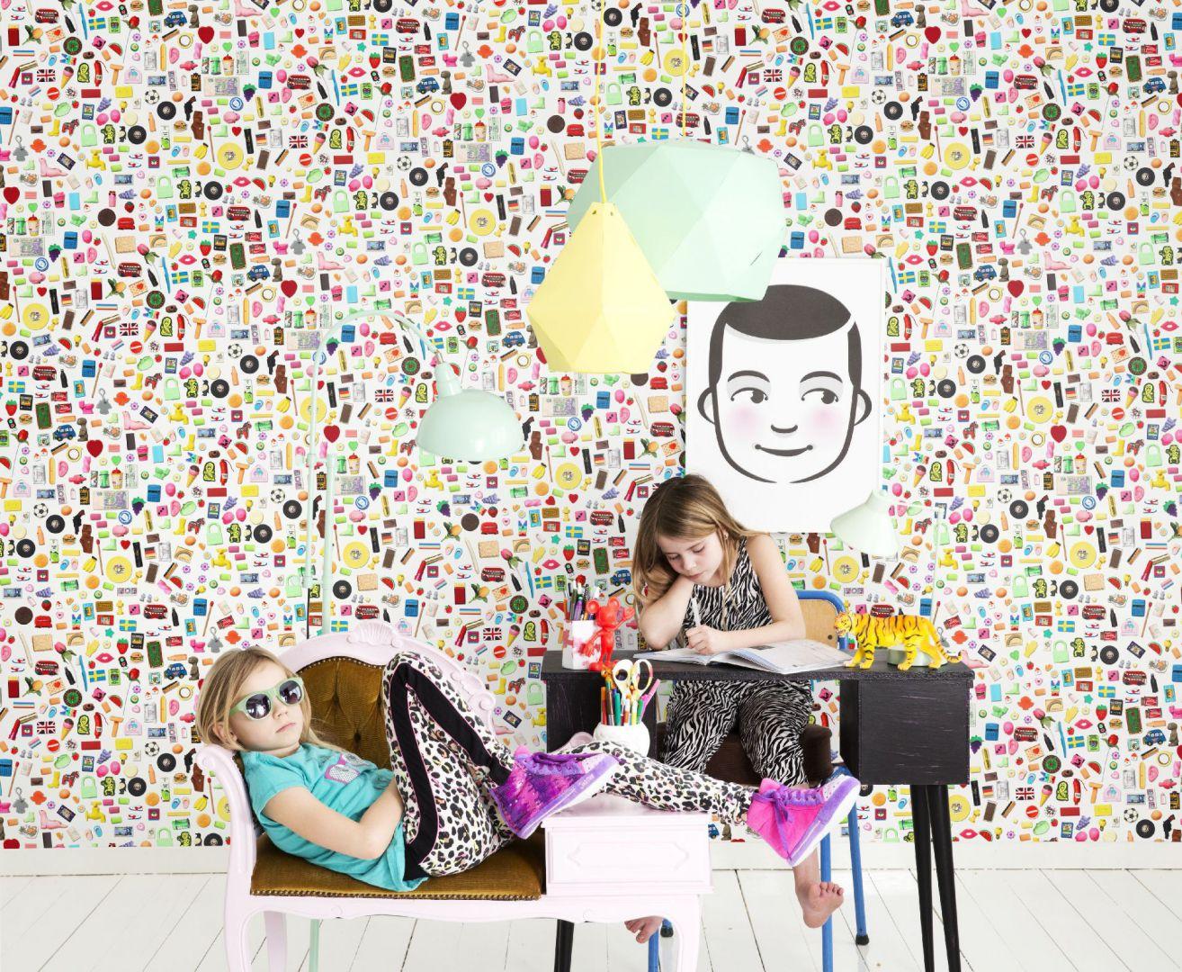 Kolekcja tapet Isabelle Mc Allister stworzona dla, a zarazem we współpracy z dziećmi zachwyca pomysłowością i starannie dobranymi kolorami.  Fot. Mr Perswall/Tapetomat.