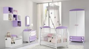 Uroczy, nienachalny i dobrze zorganizowany jest ten pokoik dla niemowlaka. Delikatna kolorystyka natomiast zapewnia poczucie spokoju oraz bezpieczeństwa.