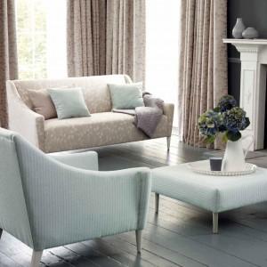 We wnętrzach w stylu romantycznym drewniana podłoga wygląda doskonale. Fot. Villa Nova.