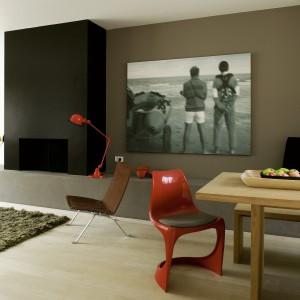Farba lateksowa Fashion Collection do dekoracyjnego malowania ścian i sufitów wewnątrz pomieszczeń. Hypoalergiczna, bezpieczna dla dzieci i alergików, odporna na zmywanie na mokro. Zapewnia dobre krycie. Wydajność: 14 m²/l. Ok. 64 zł/2,5 l, Dekoral.