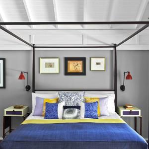 Szare ściany w sypialni: 12 inspirujących aranżacji