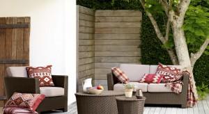 Słońce świeci coraz mocniej a temperatura wzrasta do poziomu przyjemnej. Nadszedł zatem czas, aby wypoczynek przed telewizorem zamienić na relaks w ogrodzie. Zobacz, jakie meble uprzyjemnią leniuchowanie na świeżym powietrzu.