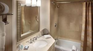 Domy i apartamenty zazwyczaj mają dwie lub więcej łazienek. Jedna z nich może być przeznaczona dla odwiedzających gości.