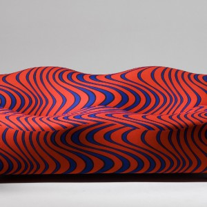 Kolorowa sofa od marki Artek. fot. artek.