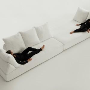 Wygodna sofa Sherazade pomieści spore grono miłośników wypoczynku. Fot. Edra.