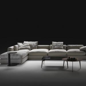 Nowoczesna modułowa sofa Beauty marki Flexform. Fot. Flexform.