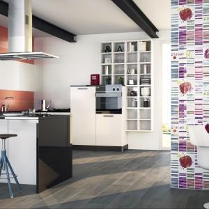 Dekoracyjne płytki z kolekcji Pasta Roja firmy Porcelanite. Dostępna w siedmiu kolorach oraz w formacie 22,5x67,5 cm.