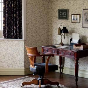 Antyczne meble biurowe podkreślą starodawny charakter wnętrza. Fot. Morris and Co.