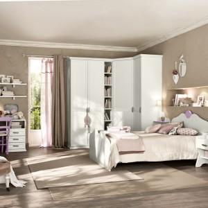 Pokój dla dziewczynki nie musi być różowy. W jasno brązowym wydaniu wygląda równie dobrze. Kolekcja Arkadia marki Colombini Casa.
