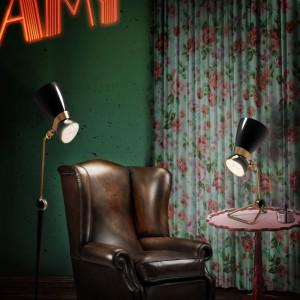 Ciemna zieleń na ścianie pasuje do eleganckich aranżacji. Fot. Delightfull.