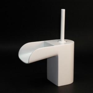 Dla tych, którzy lubią miły uchu cichy szmer spadającej wody. Bateria umywalkowa LoveMe, fot. IB Rubinetterie.