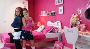 Chyba każda dziewczynka, zarówno pięcio-, jak i 35-latka przeżywała okres fascynacji lalką Barbie oraz jej różowymi akcesoriami. Dziś prezentujemy w jaki sposób można urządzić dziewczęcy pokój inspiro