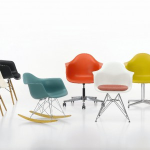 Meble projektu Charlesa i Ray Eamesów marki Vitra. Fot. Vitra.