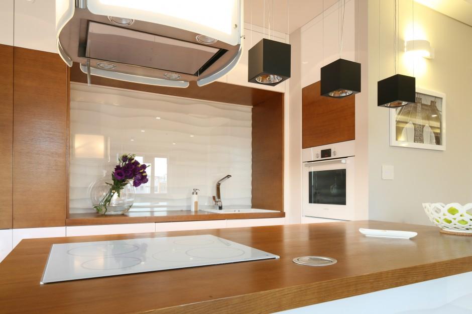 Podświetlany okap to model Kuchnia otwarta Z funkcjonalną, wygodną wysp