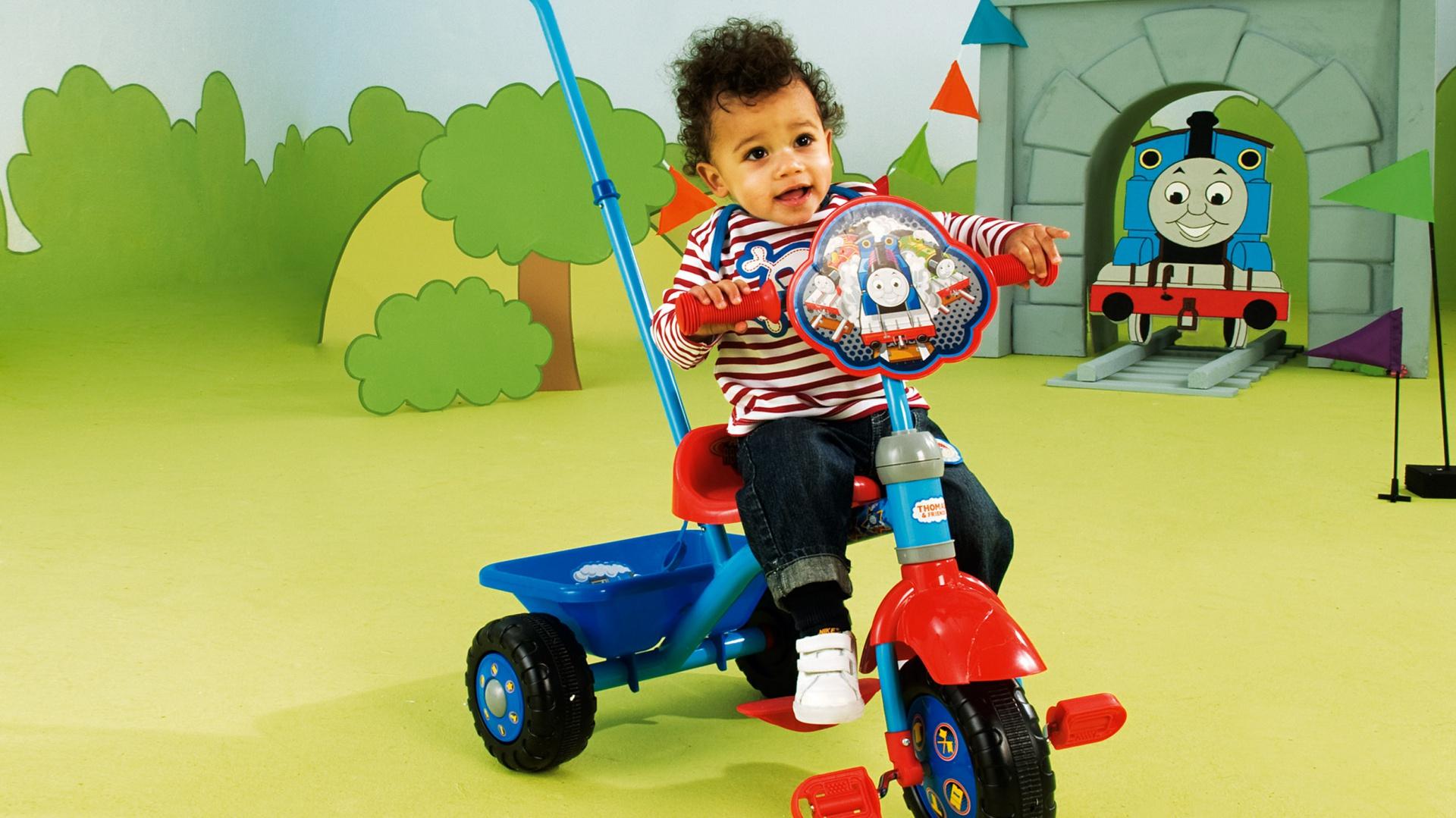 Trzykołowy rowerek na pewno ucieszy małego chłopca. Fot. Woolworths.