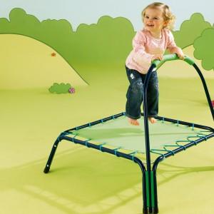 Mini trampolina z poręczą. Fot. Woolworths.