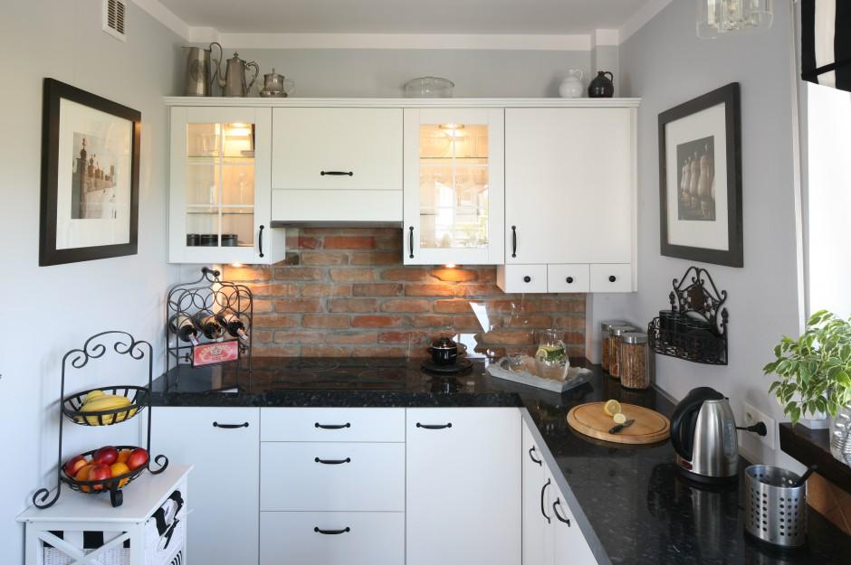 Ścianę nad blatem zdobi Cegła w kuchni Zobaczcie   -> Kuchnia I Cegla