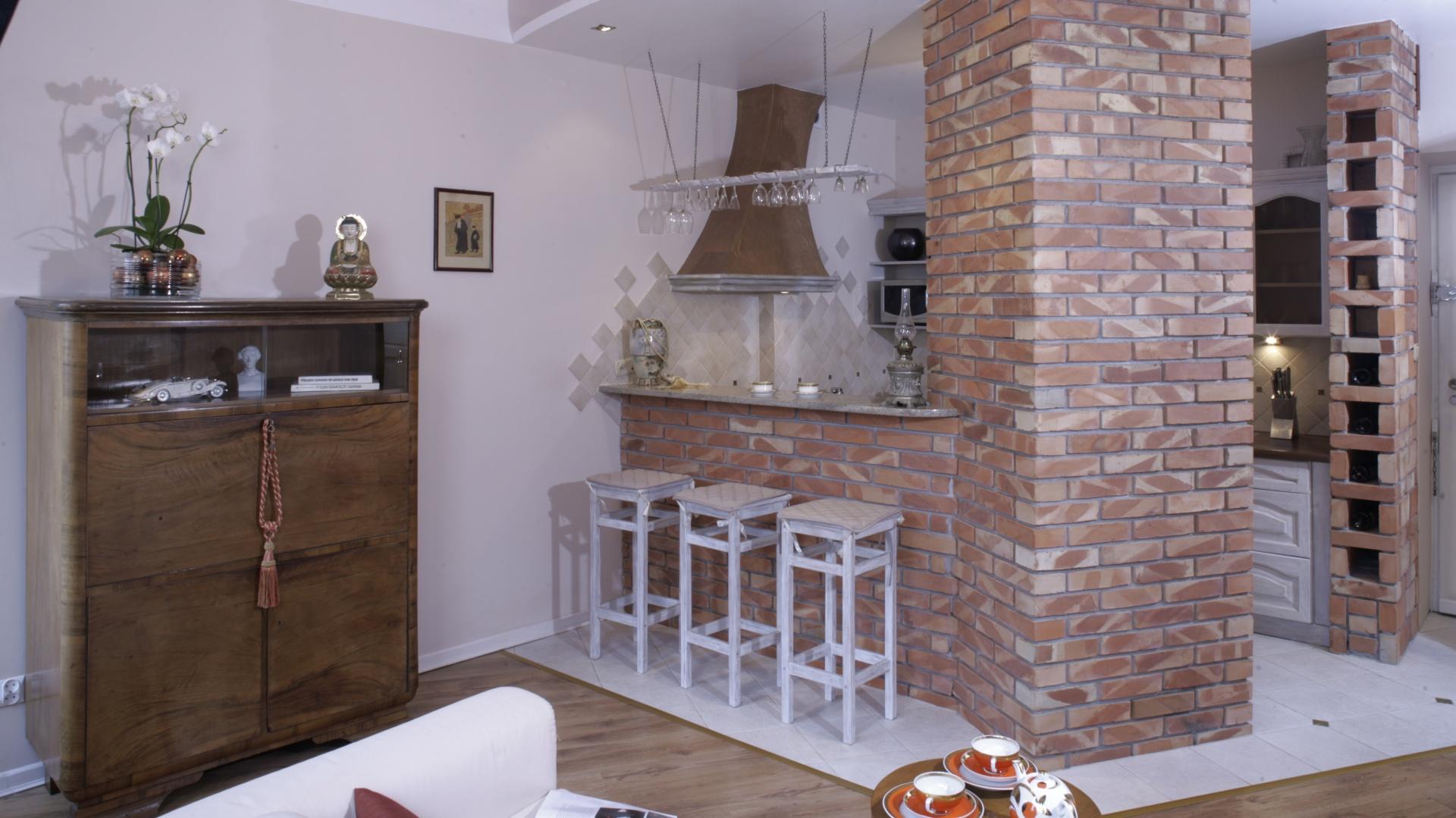 Ścianka z rdzawej, palonej Cegła w kuchni Zobaczcie   -> Kuchnia Z Cegly