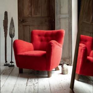 W stylu klasycznym czerwień przybiera przytulny charakter. Fot. Mark Alexander.