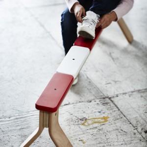 Ławka do ćwiczenia równowagi - kreatywny mebel nie tylko do pokoju dziecka. Projekt: Henrik Preutz. 199 zł. Fot. IKEA.