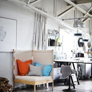 Narożny fotel zagospodaruje miejsce tam, gdzie jest to najtrudniejsze. Projekt: Ebba Strandmark. 949 zł. Fot. IKEA.