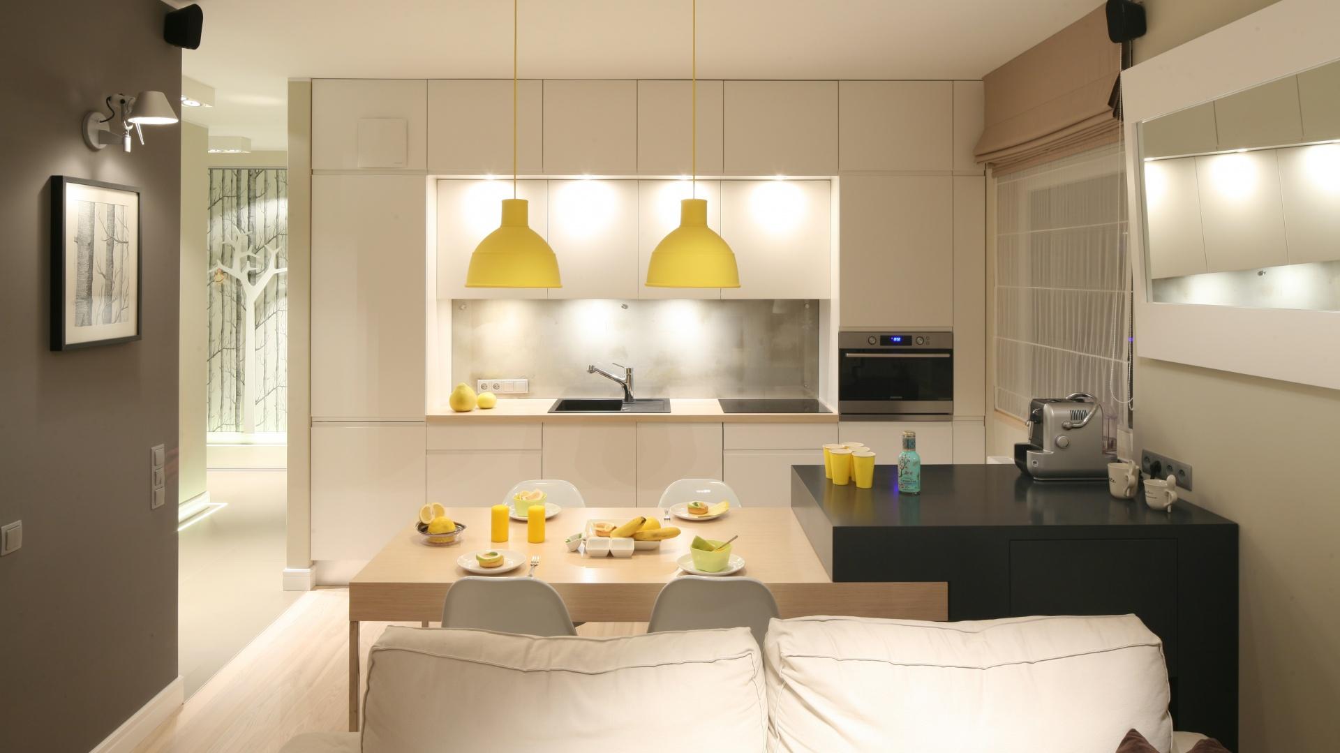 Kuchnię do salonu oddziela Mała kuchnia Zobaczcie   -> Kuchnia Z Salonem Umeblowanie