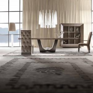 Meble do jadalni z kolekcji Life Time firmy Giorgio. W klasycznym, ale prostym stylu. Stół dostępny jest w różnych rozmiarach. Krzesła są tapicerowane.