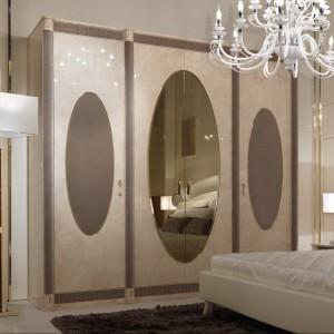 Czterodrzwiowa szafa Caractère z kolekcji Turri, która inspiracje czerpie ze świata mody. Fot. Turri