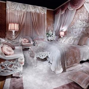 Kolekcja mebli do sypialni Dalia zainspirowana została niepowtarzalną formą i barwą tych kwiatów. Fot. Asnaghi