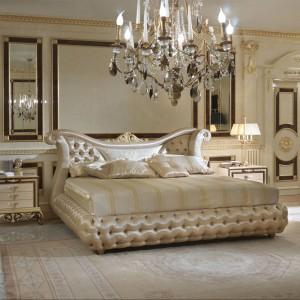 Kolekcja mebli do sypialni Hermitage charakteryzuje się pałacową elegancją podkreślaną przez finezyjne krągłości form i pikowań. Fot. Turri
