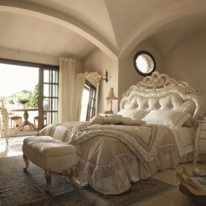 Inspirowane stylem klasycznym łoże Adele zostało ręcznie wykonane z najwyższej jakości materiałów. Fot. Volpi
