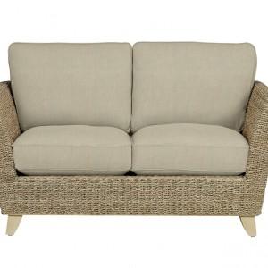 Nowoczesna sofka z miękkimi poduszkami. Fot. Marks&Spencer.