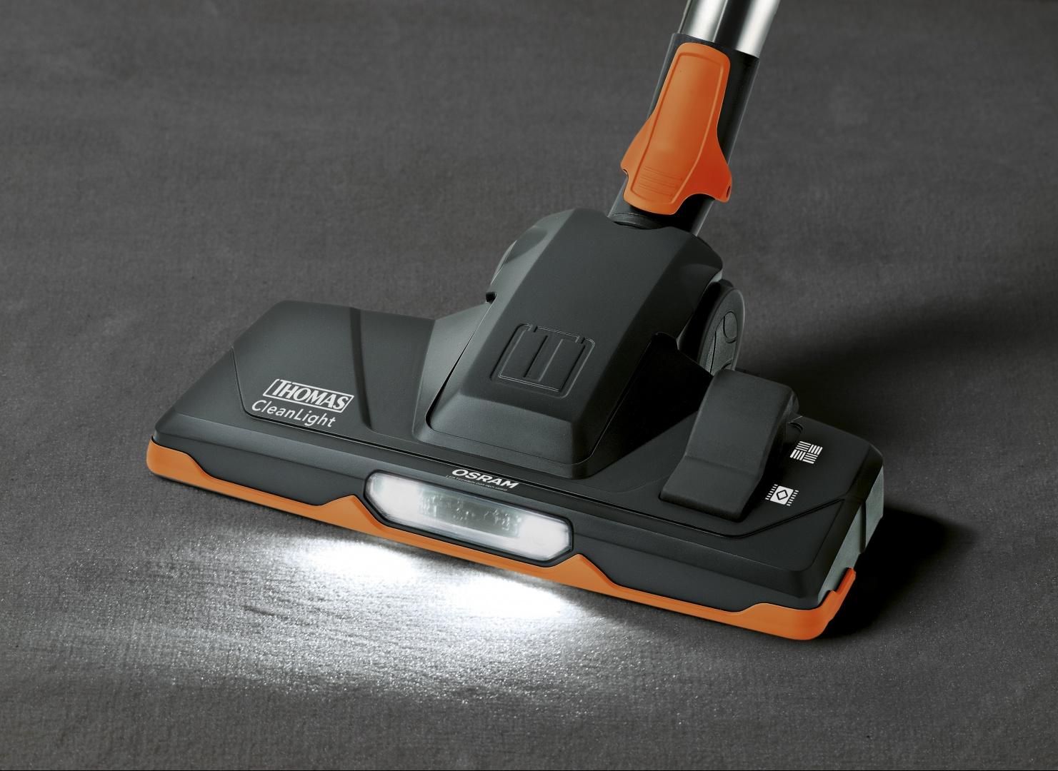 Szczotka parkiet-dywan CleanLight, z oświetleniem LED, crooSer animal plus i crooSer parquet plus . Fot. Thomas.