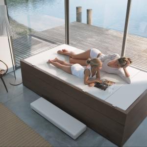 Strefa relaksu w łazience – z leżanką, fotelem albo szezlongiem