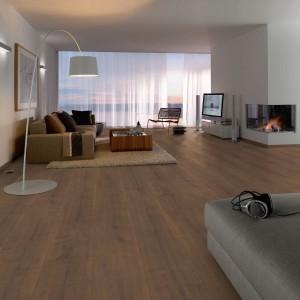 Dąb Arlington Ciemny Floorine 32 Modern Kingsize, marka Egger. Fot. Egger/Sklepy Komfort.