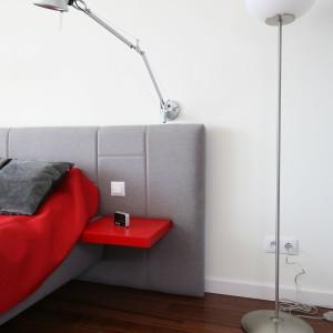 lampa podłogowa zapewnia dodatkowe oświetlenie. Proj.Iza Szewc. Fot.Bartosz Jarosz.