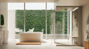 Odpoczynek na łonie natury? Teraz jest możliwy nawet w domowej łazience – wystarczy zadbać o odpowiednie otoczenie. Bujna zieleń wkradająca się do wnętrza, to doskonały motyw aranżacyjny.