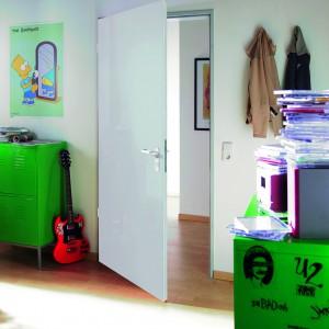 Drzwi ZK to połączenie drewna i stali w nowoczesnym stylu. Fot. Hormann.