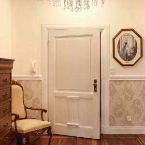 Klasyczne białe drzwi Bertrand wykonane są z litego drewna, Fot. Bertrand.