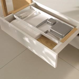 Szafka z  kolekcji My Nature marki Villeroy&Boch. Pojemne szuflady z pełnym wysuwem wyposażone w dodatkowe organizery wewnętrzne, które można łatwo wyjmować. Fot. Villeroy&Boch.