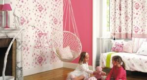 Chyba nie ma bardziej dziewczęcej barwy niż róż. W naszej galerii prezentujemy zatem pokoje w tym właśnie kolorze. Znajdziecie w niej propozycje zarówno dla kilkulatek jak i dorastających kobiet.