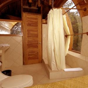 Przytulna i wygodna łazienka. Fot. Hotel Costa Verde, Costaverde.com