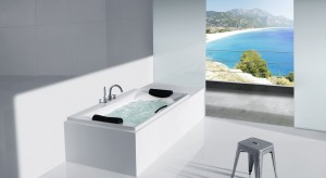 Taki widok to luksus, ale kąpiel w wannie czy pod natryskiem także zapewni ochłodę w letnie dni.