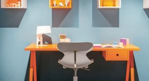 Wygodne, odpowiednio dobrane do wieku i potrzeb dziecka biurko potrafi wpłynąć na efektywność ucznia. Dlatego jest tak ważnym meblem w pokoju naszej pociechy.