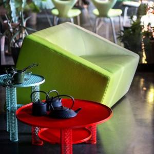 Pastelowa sofa Blur. Proj.Marc Thorpe. Fot. Moroso.